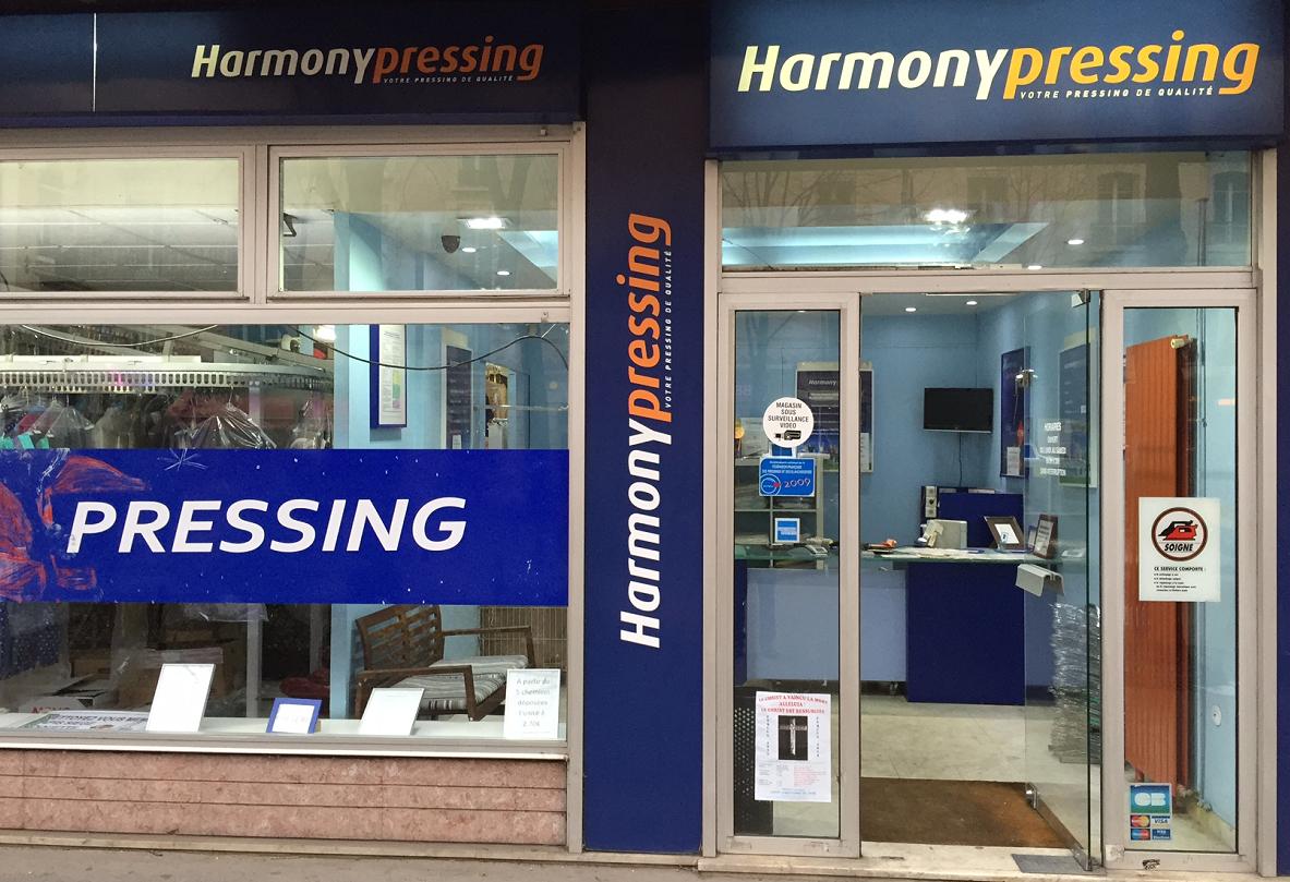 harmony-pressing-vitrine